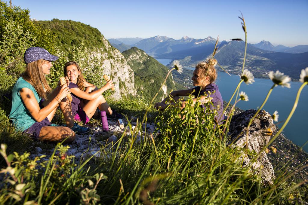 Vezi noutățile din Colecția SALOMON 2016 pentru alergare, hiking și oraș!