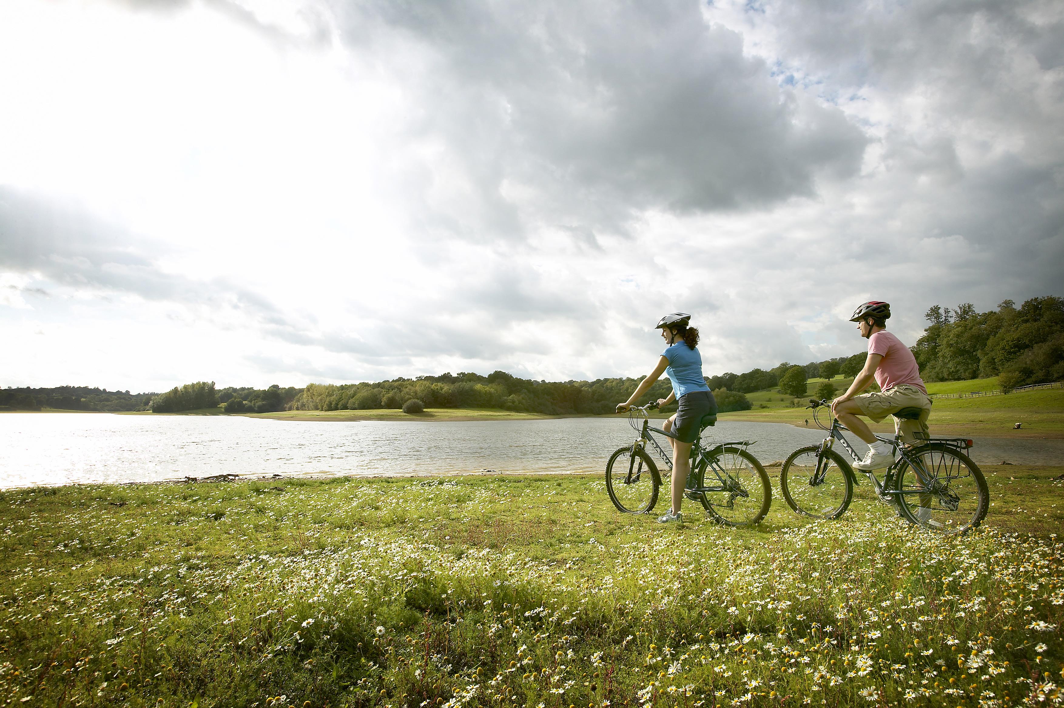 Ghidul începătorului: ce trebuie să știi înainte să pleci cu bicicleta la o tură